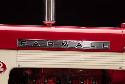 Farmall 560 - Max Armstrong