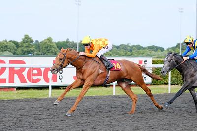 Sleeping Lion wins at Kempton 13.6.18