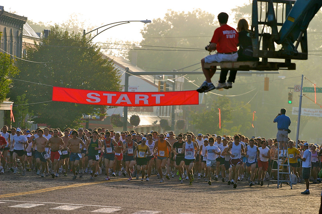State-to-State Half Marathon 2005<br /> Copyright 2005, Tom Farmer