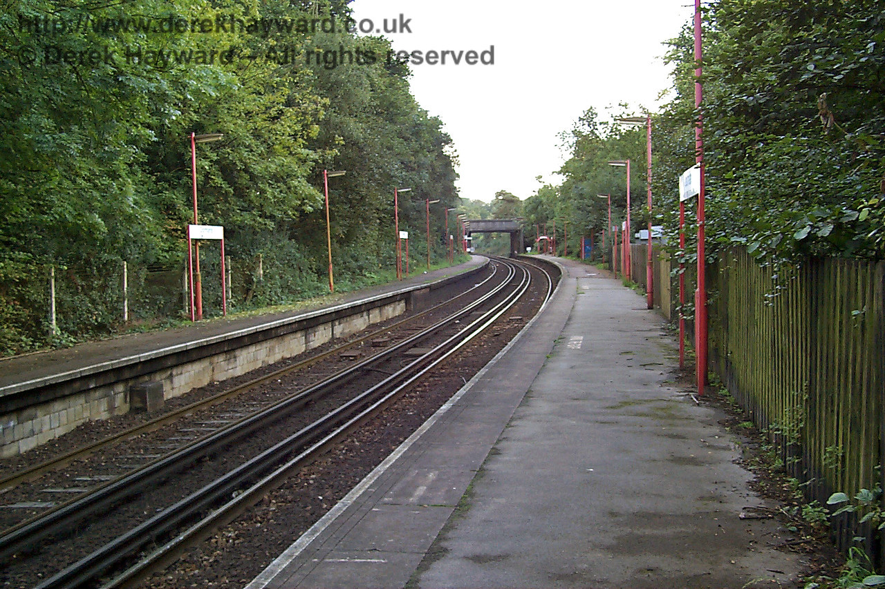 More or less the same view looking south in 1998.  The fence is covered in green slime, the trees are overgrown and there is a general hint of neglect.  These scenes were also repeated on the adjacent Uckfield line around that time. 27.09.1998