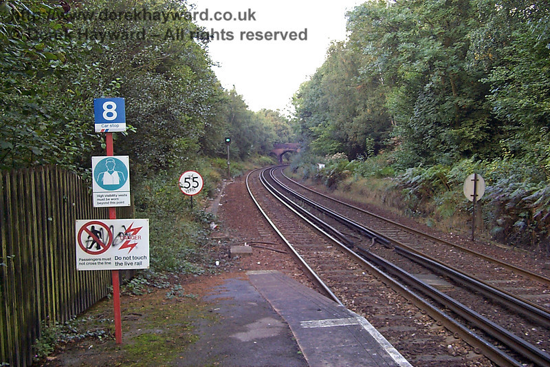 This low resolution picture, taken 10 years previously, in 1998, shows more or less the same view, but the contrast is quite stark. The lineside is overgrown and graffiti is in evidence. 27.09.1998