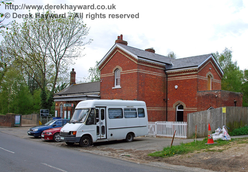 Another view of Dormans Station, looking north west, which is unfortunately slightly obstructed by parked vehicles. The station house, on the end of the building nearest the camera, is currently used as a residence. 03.05.2008