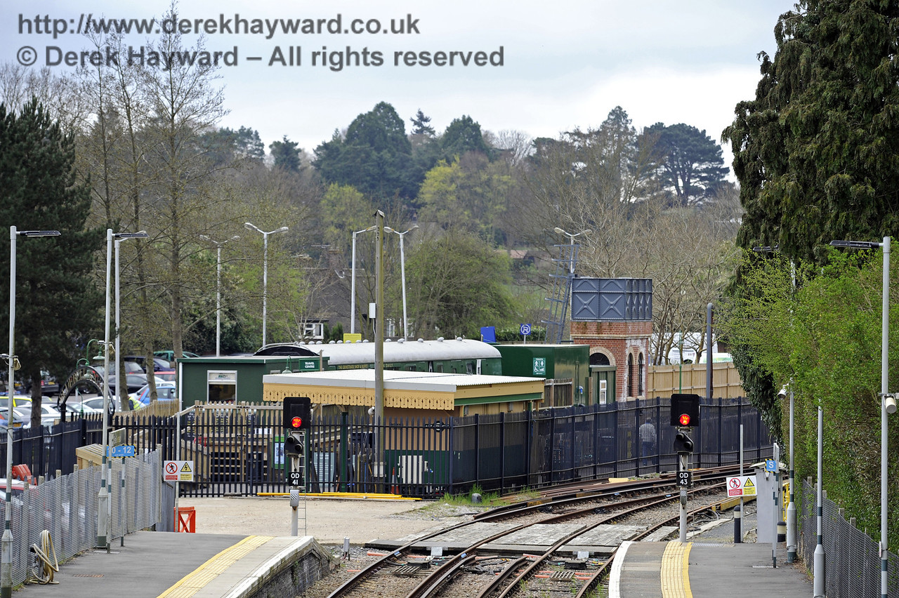 Looking south towards the Bluebell Railway station.  East Grinstead Station, Network Rail.  05.04.2014  8841