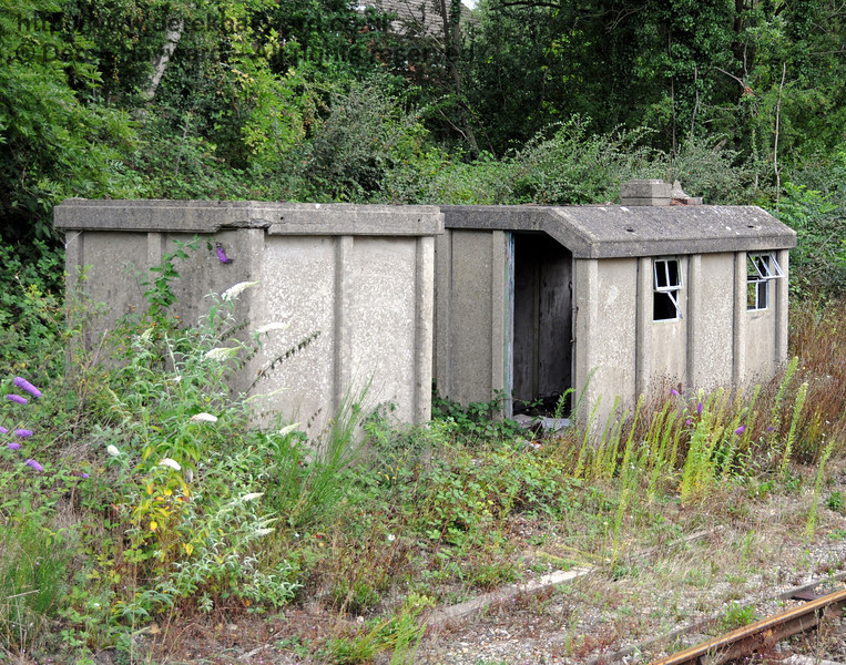 Some Network Rail lineside huts in the headshunt in need of a bit of TLC.  22.08.2010  4283