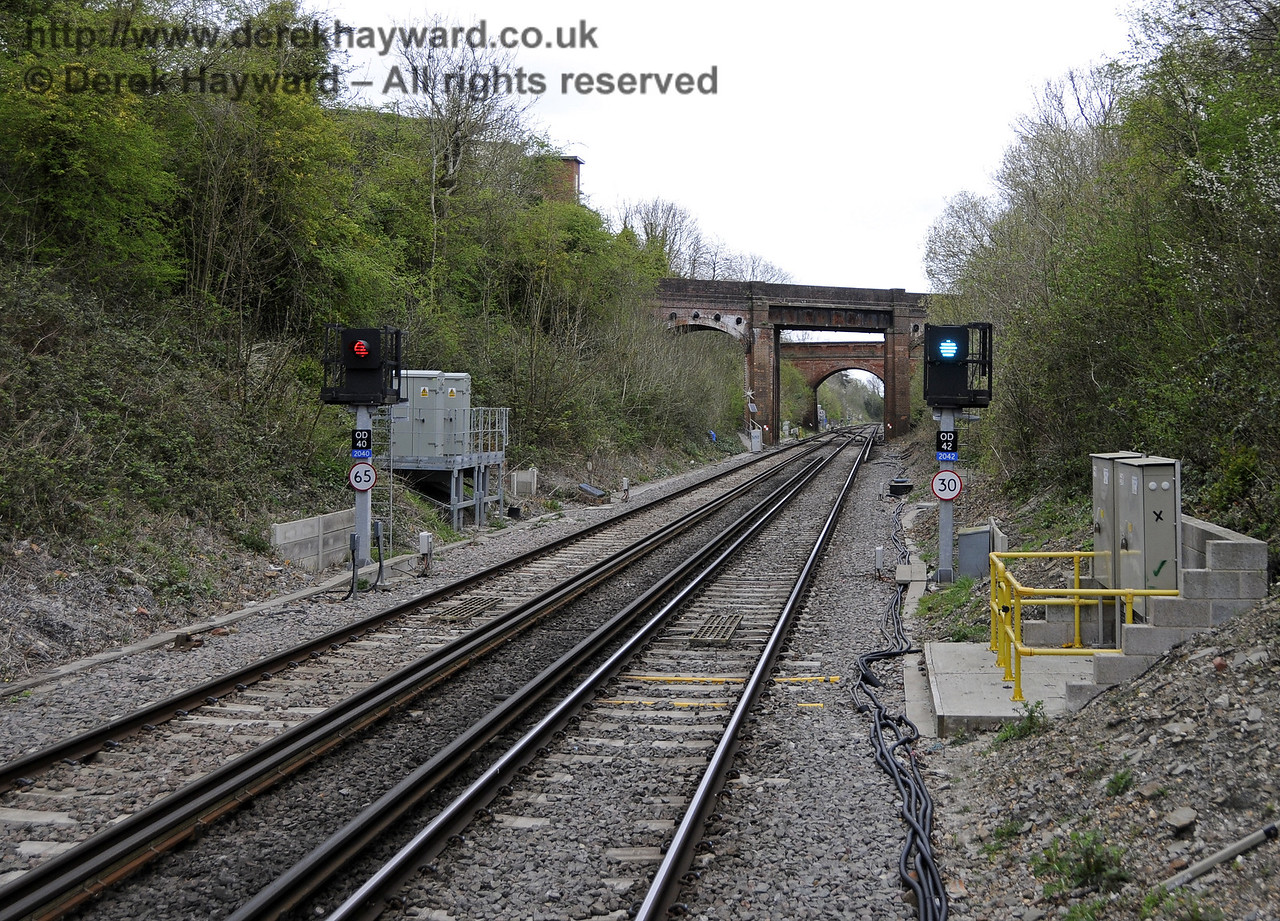 Looking north from Platform 2.  The revised layout allows a 65mph departure from Platform 1, but the points require a 30mph limit from Platform 2.  East Grinstead Station, Network Rail.  05.04.2014  10144
