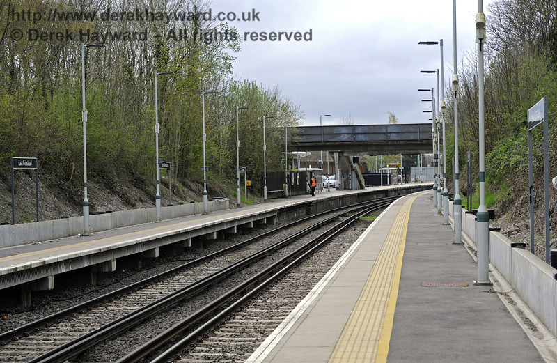 Looking south from the north end of Platform 1.  East Grinstead Station, Network Rail.  05.04.2014  8849