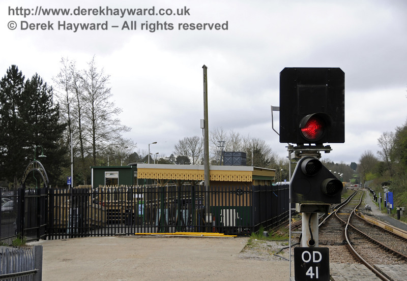 Looking south towards the Bluebell Railway station from the end of Platform 2.  There is no exit for passengers from this point.  Visitors to the Bluebell Railway need to leave the station and follow the signs previously pictured.  East Grinstead Station, Network Rail.  05.04.2014  10149