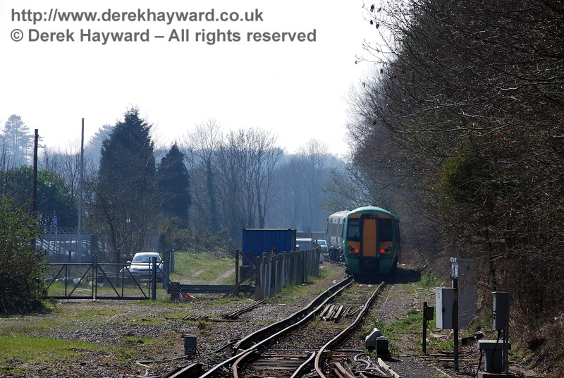 An earlier view south into the headshunt at East Grinstead on 02.04.2007.  377121 is stabled there.  Note the points in a neutral position, not set for either route.