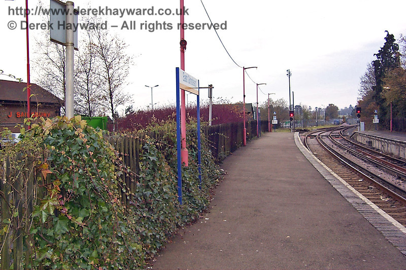 Another old view, looking south from slightly further up the platform at East Grinstead, towards the future Bluebell station site on 22.11.1998.