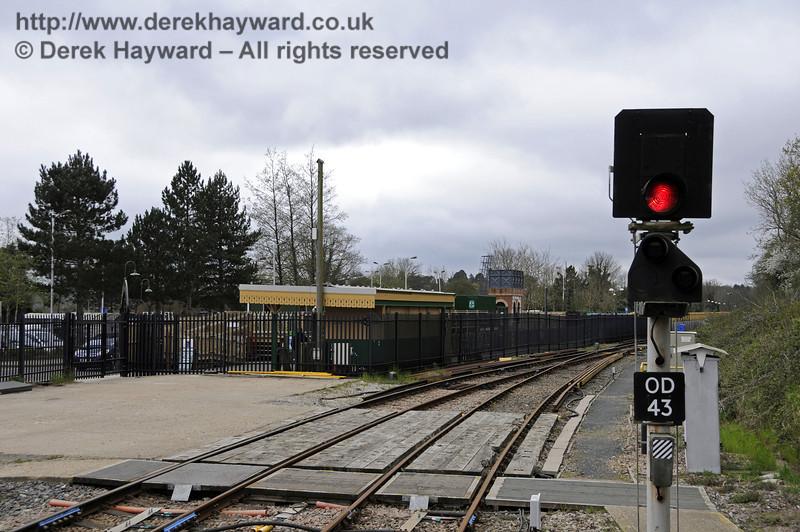 Looking south towards the Bluebell Railway station.  East Grinstead Station, Network Rail.  05.04.2014  10153