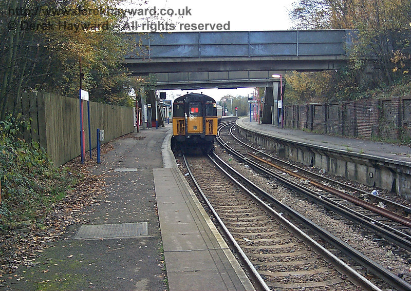 Looking south at East Grinstead station on 22.11.1998. The unit is 3455 and litter covers the tracks.