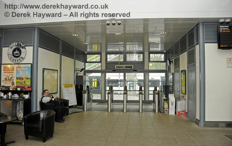 The Booking Hall.  East Grinstead Station, Network Rail.  05.04.2014  10167