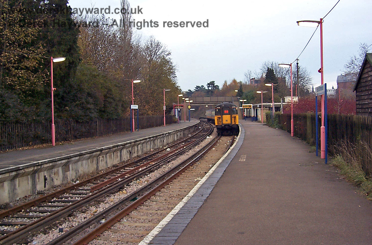 15 years earlier, East Grinstead on 22.11.1998, looking north from the southern end of Platform 2.  4-VEP 3455, apparently in Connex colours, occupies the platform, litter covers the tracks, and the lamps require a repaint.  This was fairly typical of stations on the line at the time.