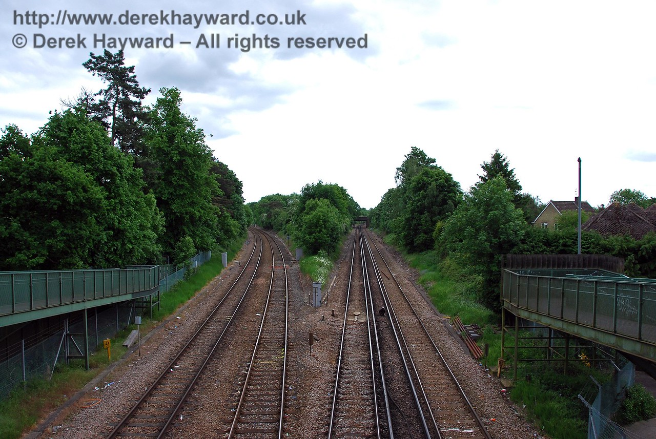 Now looking south from the footbridge at Hurst Green Junction, the electrified lines on the right lead to East Grinstead, and the lines on the left to Uckfield. 18.05.2008