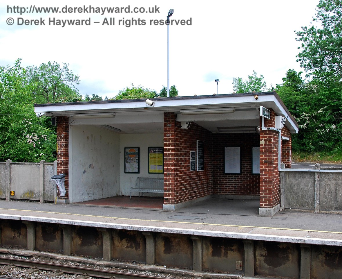 Accommodation on the southbound platform is less generous, with a simple brick built open shelter.  Not ideal for chilly weather, especially since this is a potential interchange point between Uckfield and East Grinstead services. 18.05.2008