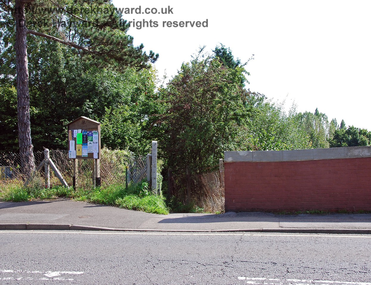On the eastern side of the road bridge a footpath leads south, and many years ago was also the access point to the southbound platform of Hurst Green Halt. There is no trace of the northbound access to the Halt, the area being covered in undergrowth. 14.09.2008