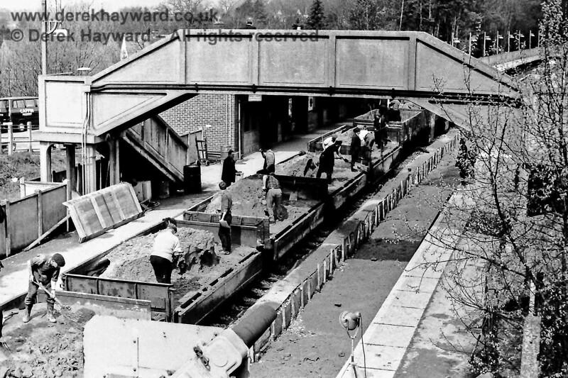 Engineering works at Hurst Green, Sun  19 04 1970 E