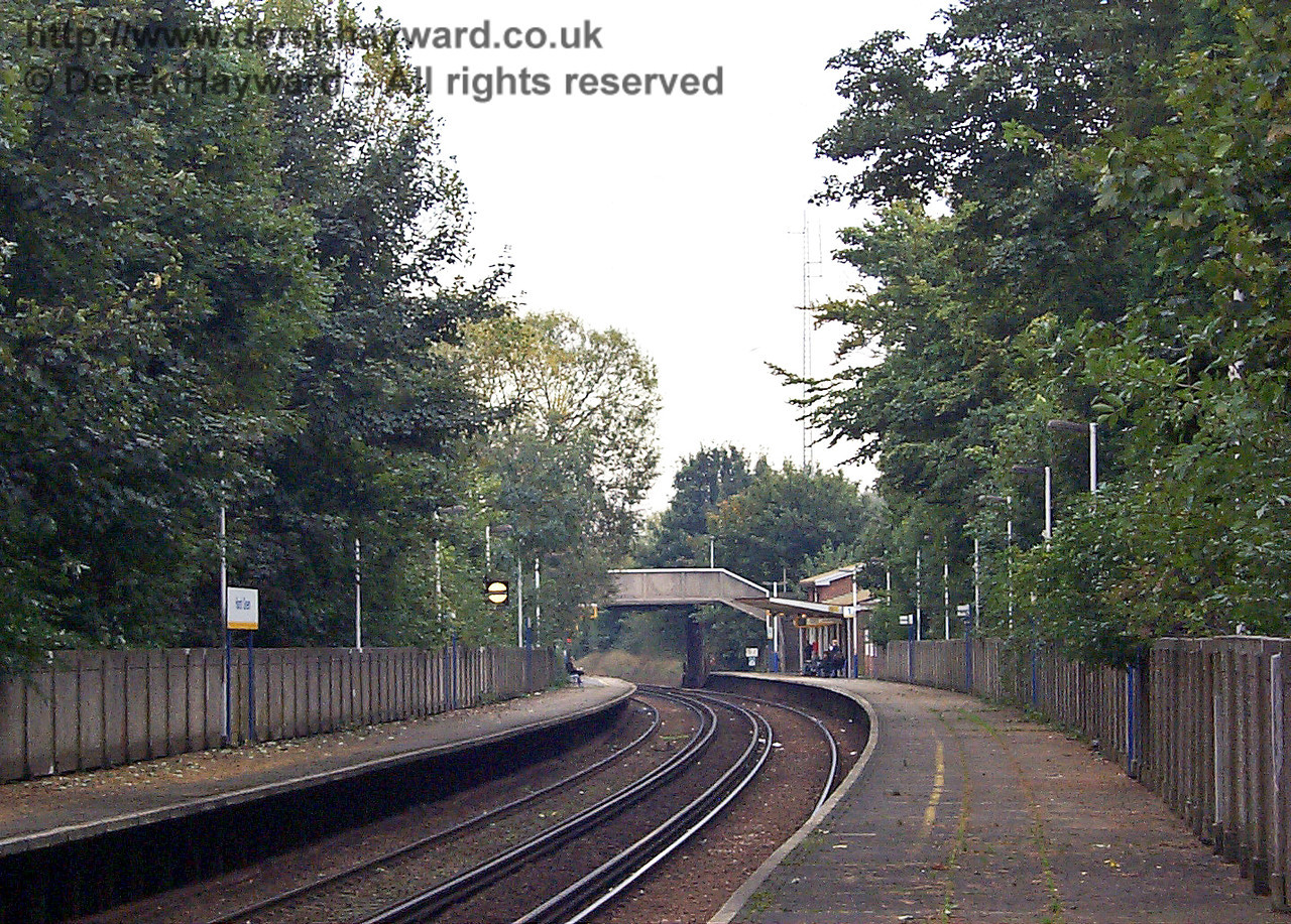 Again approximately the same view ten years ago in 1998. The station looks untidy and overgrown. 09.10.1998
