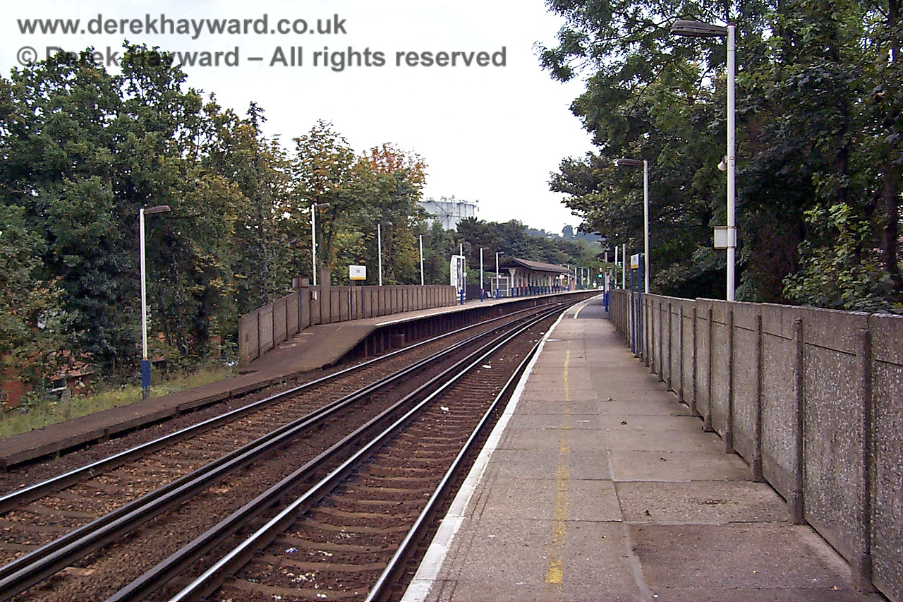 This is what the northern end of Oxted Station looked like in 1998. A concrete wall is not pleasant to look at, but at least it is not as oppressive as the current security fencing. 09.10.1998