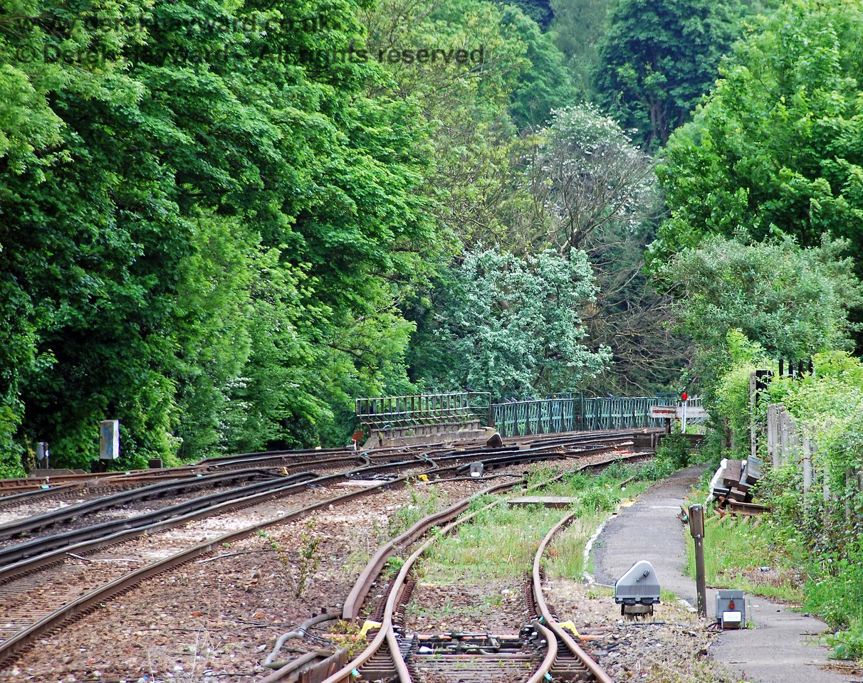 The same view as the previous picture, but with a long lens, shows the unusually short headshunt, which is restricted in length by the steep valley over which the railway is carried by Oxted Viaduct.  The parapet of the viaduct can be seen in the distance. 18.05.2008