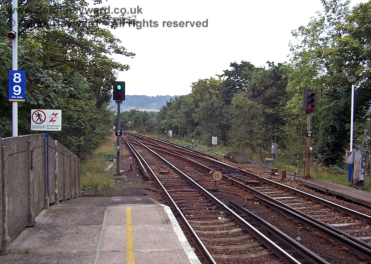 The same view taken 10 years ago in 1998.  Compare this picture with the previous photograph. In 2008 there has been a vast increase in the signal and train protection apparatus, including the associated cabling. 09.10.1998