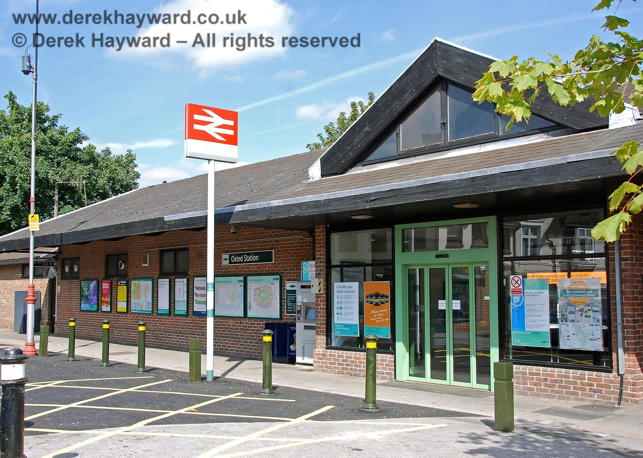 The main entrance to Oxted Station which is situated on the west side of the station and gives direct access to the northbound platform. Access to platforms 2 and 3 on the southbound side of the station is via a subway. 14.09.2008