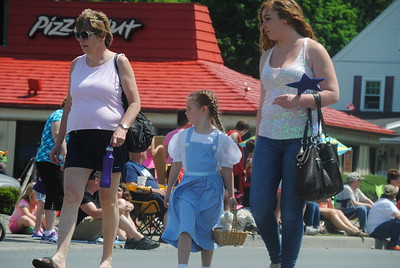 Leah McDonald - Oneida Daily Dispatch The annual Oz-Stravaganza Parade in Chittenango on Saturday, June 4, 2016.