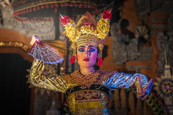 33/52 - Balinese beauty