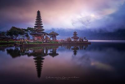 29/52 - The lake temple