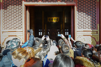 """No lines to get a view in the throne room...just shove your way to the front.  6'8"""" is useful here."""
