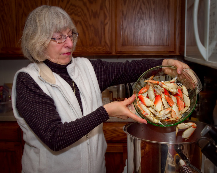 December 29th ~ Cioppino Party at Friends<br /> Liane dumps the last of the seafood ino the pot