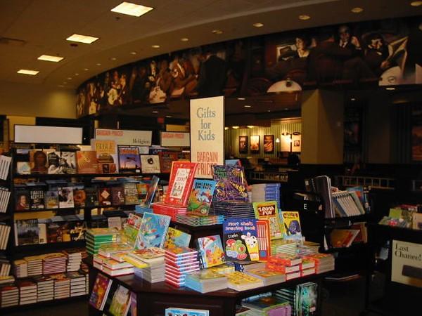 Barnes & Noble Bookstore in Palm Desert