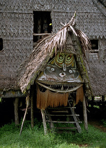 SPIRIT HOUSE - SEPIK RIVER