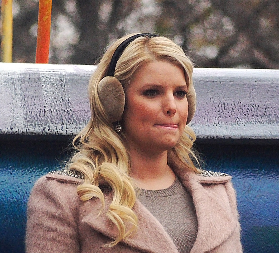 JESSICA SIMPSON DAYDREAMING ABOUT HER UPCOMING TURKEY DINNER
