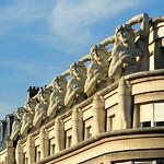 Cariatides géantes  du commissariat du XIIème