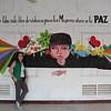 Clarita frente a un mural de mujeres, Yondo, Febrero 2017