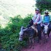 Miembros de la comunidad en camino