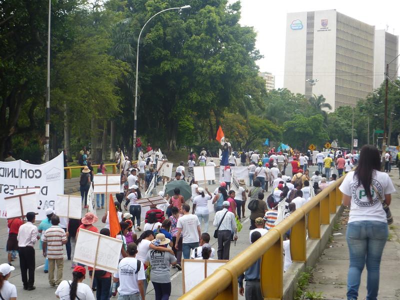 Aco en Cali (Valle del Cauca) a la Nomnadesc para la<br /> Marcha organizada por la Comunidad del Jarillón para defender el derecho<br /> a una vivienda digna, Laetitia y Lara, abril de 2017