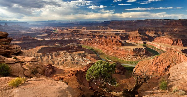 CANYONLANDS' COLORADO PANORAMA