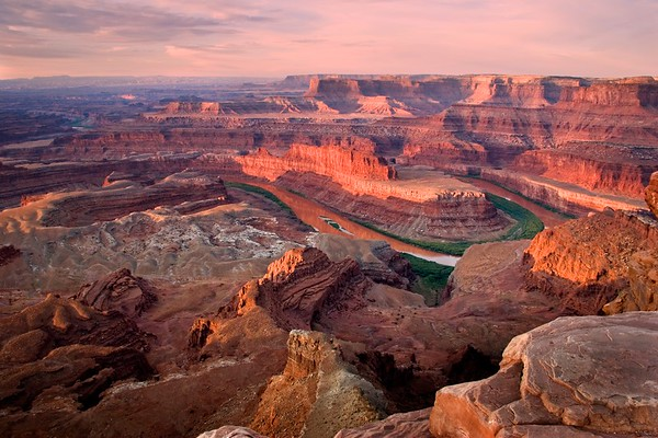 SUNRISE OVER THE CANYONLANDS