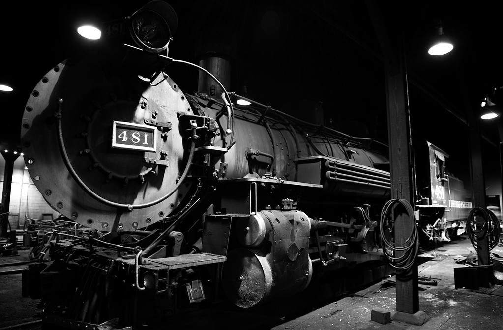 LOCOMOTIVE IN BLACK AND WHITE