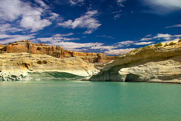 THE COLORS OF LAKE POWELL