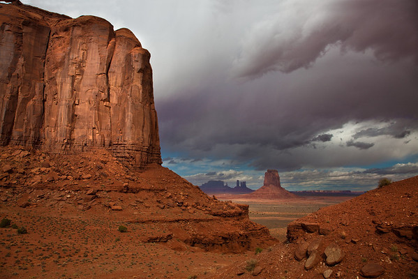 STORM ENTERING  MONUMENT VALLEY