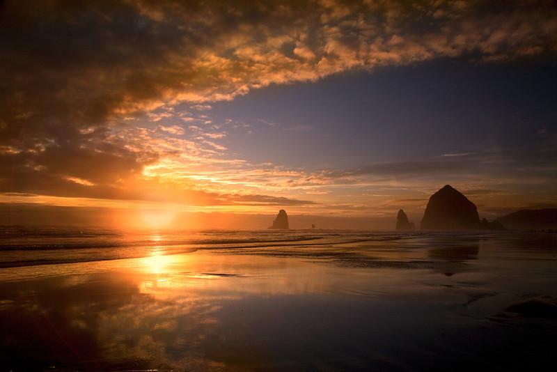 CANNON BEACH HORSESHOE SUNSET