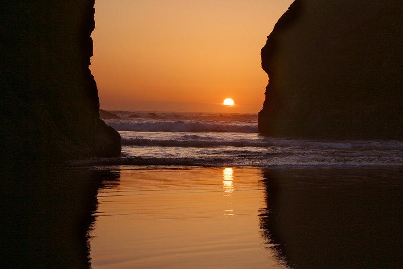 SETTING SUN AT MEYERS BEACH