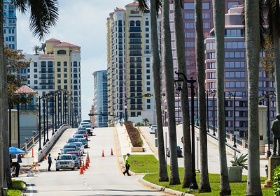 A queue of cars slowly passes through a  police checkpoint on the Royal Park Bridge as residents and workers try to back onto Palm Beach on Wednesday, September 13, 2017. Those who don't live or work on the island are turned away. (Joseph Forzano / Daily News)