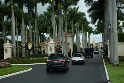 The tail end of President Donald J. Trump's motorcade enters Trump International Golf Club in West Palm Beach on Saturday, March 30, 2019. [JOSEPH FORZANO/palmbeachpost.com]