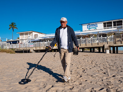 John Hauser of Boynton Beach is dressed for the cold weather as  he searches Lake Worth Beach metal objects with a metal detector on Tuesday, December 3, 2019. [JOSEPH FORZANO/palmbeachpost.com]