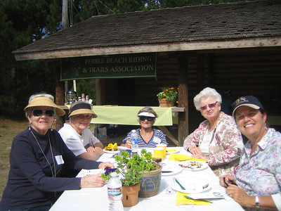 A woman's table: Pat Lintell, Pat Landee, Dar Hansen, Pinky Eastman and Elizabeth Behrens/Nagle