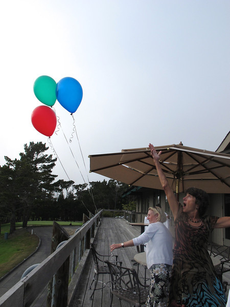 Kim and Christine release the balloons